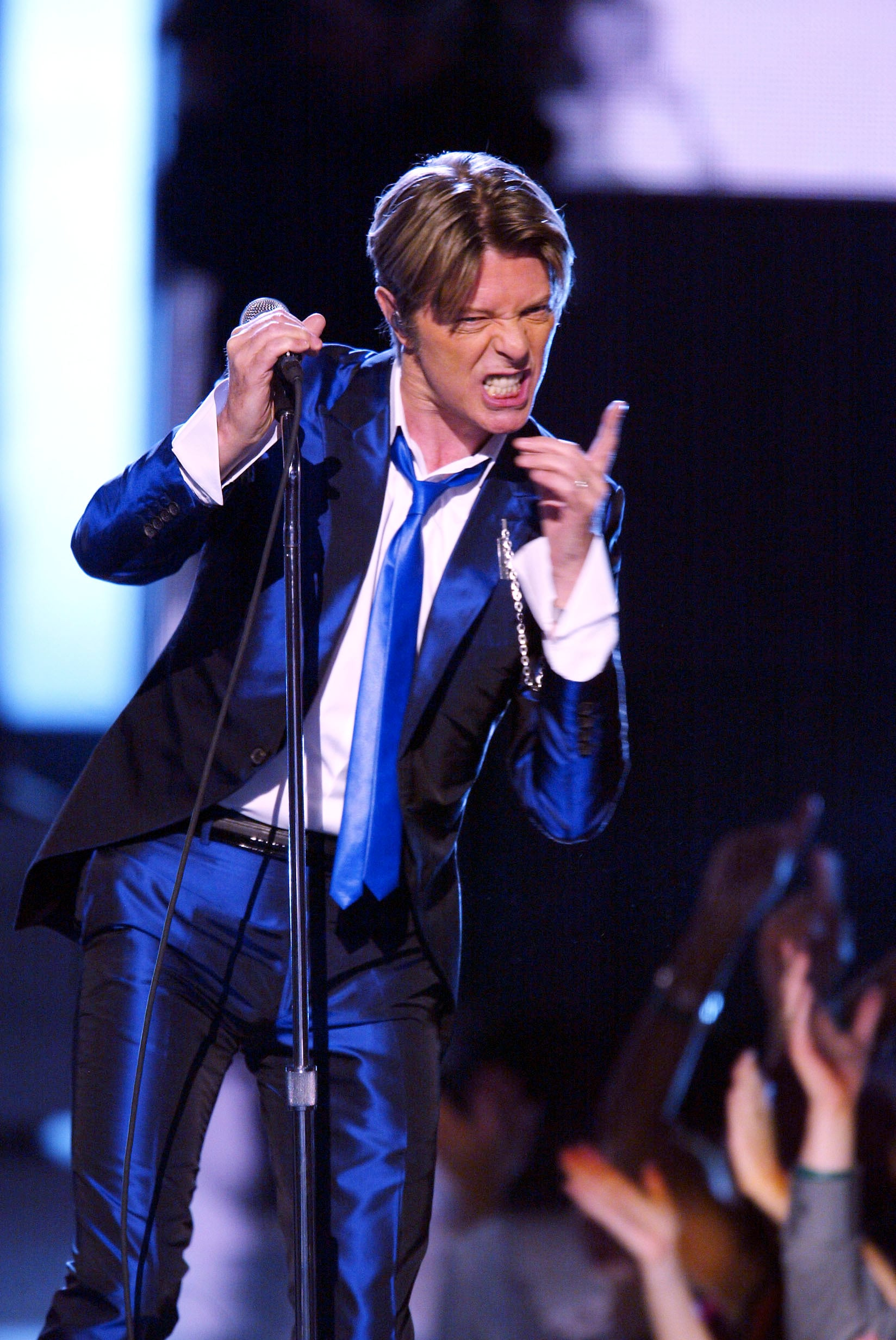 1545067011232_GettyImages-2430180.jpg - David Bowie al VH1 Vogue Fashion Awards sul palco del Radio City Music Hall di New York nell'ottobre del 2012