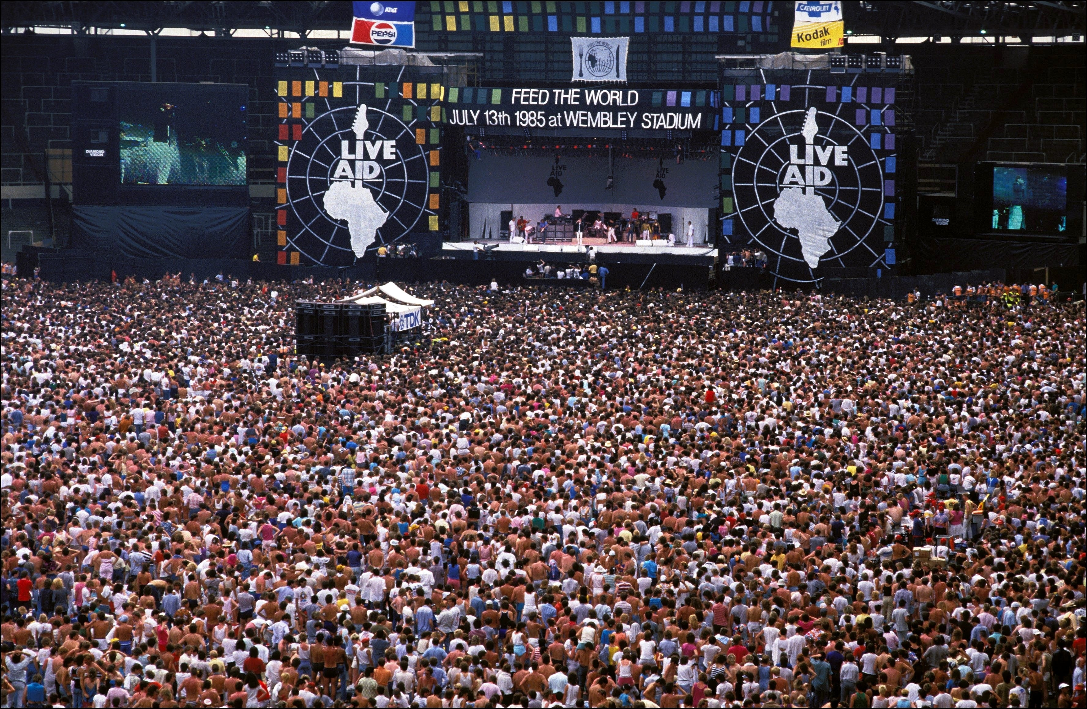 1548858720157_GettyImages-51379999.jpg - Londra, 13 luglio 1985. I Queen infiammano la folla al Live Aid for Africa allo stadio di Wembley