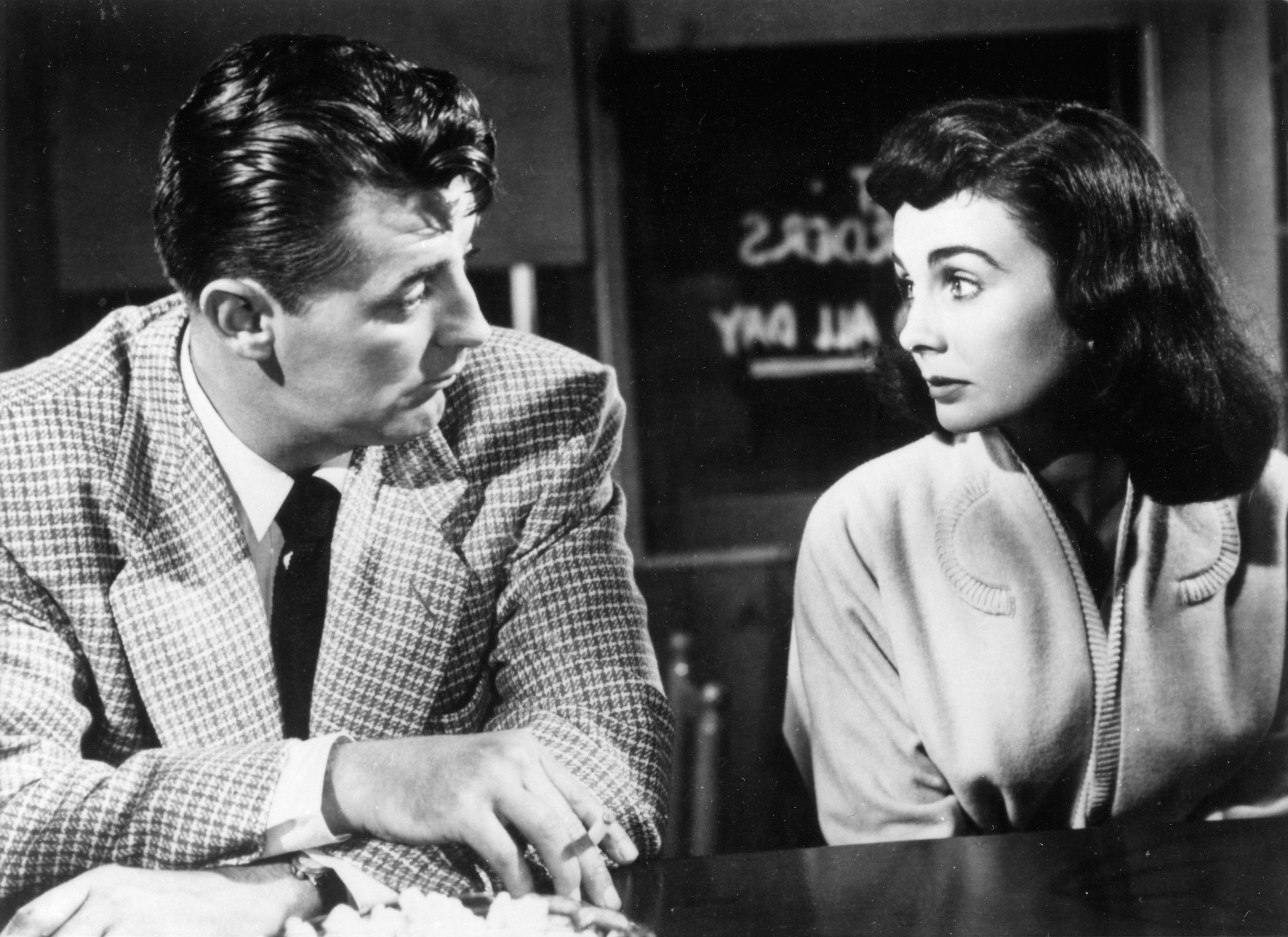 1558941655078_Angelface_52.jpg - Robert Mitchum e Jean Simmons in Seduzione Mortale, 1953
