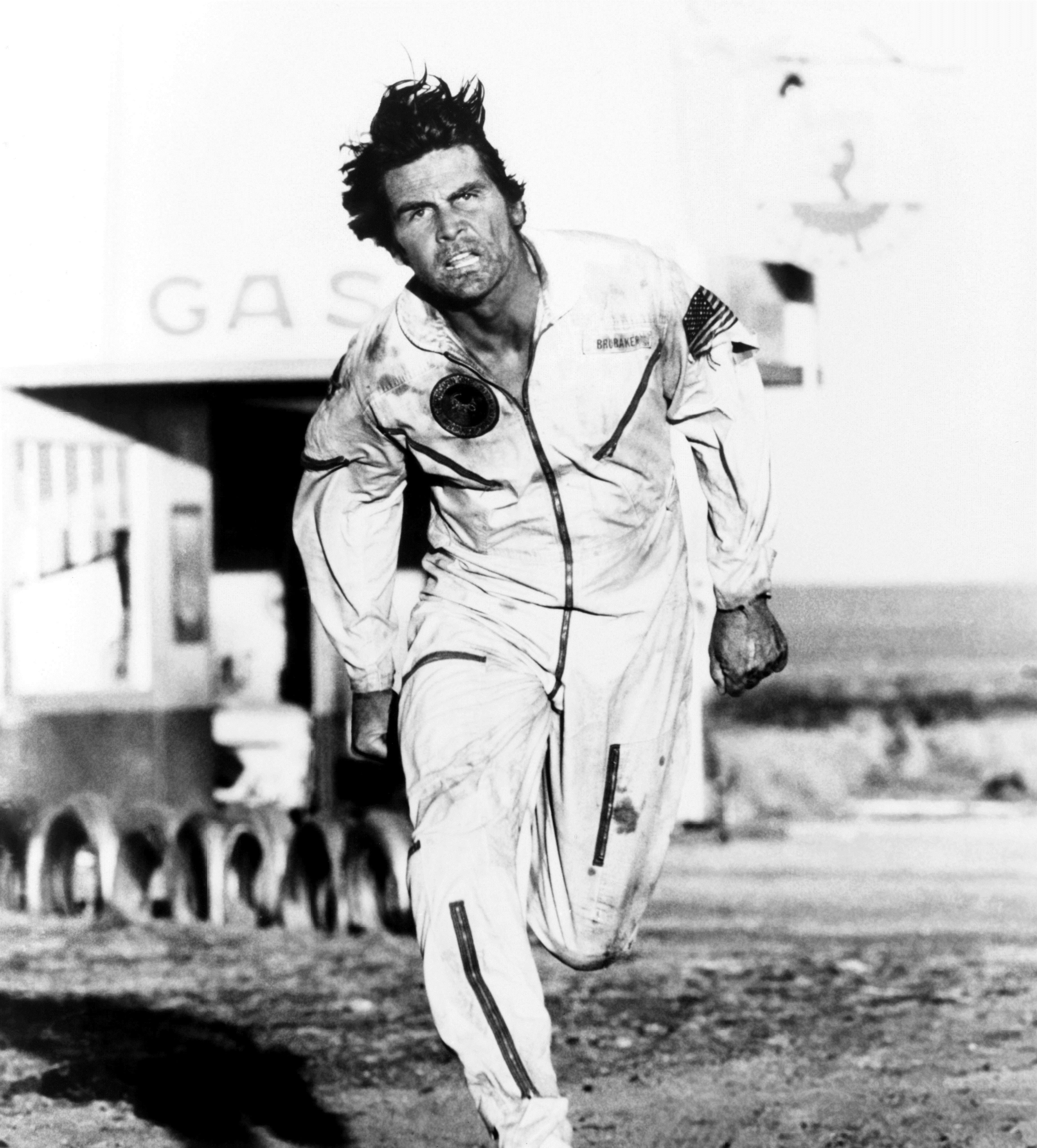 1560784153560_capricorn_one2.jpg - L'attore James Brolin in una scena di Capricorn One, 1978