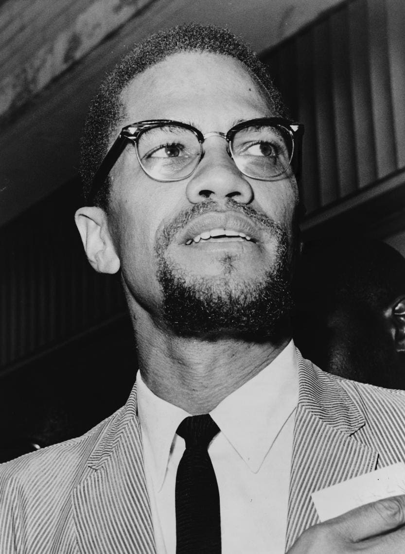 1572864483890_1964-Malcolm_X_NYWTS_4.jpg - Malcolm X (1925 – 1965) all'interno del tribunale del Queens. 1964. Queens, New York, N.Y., U.S.A. Foto di Herman Hiller. © Courtesy New York World-Telegram and the Sun Newspaper Photograph Collection / Library of Congress