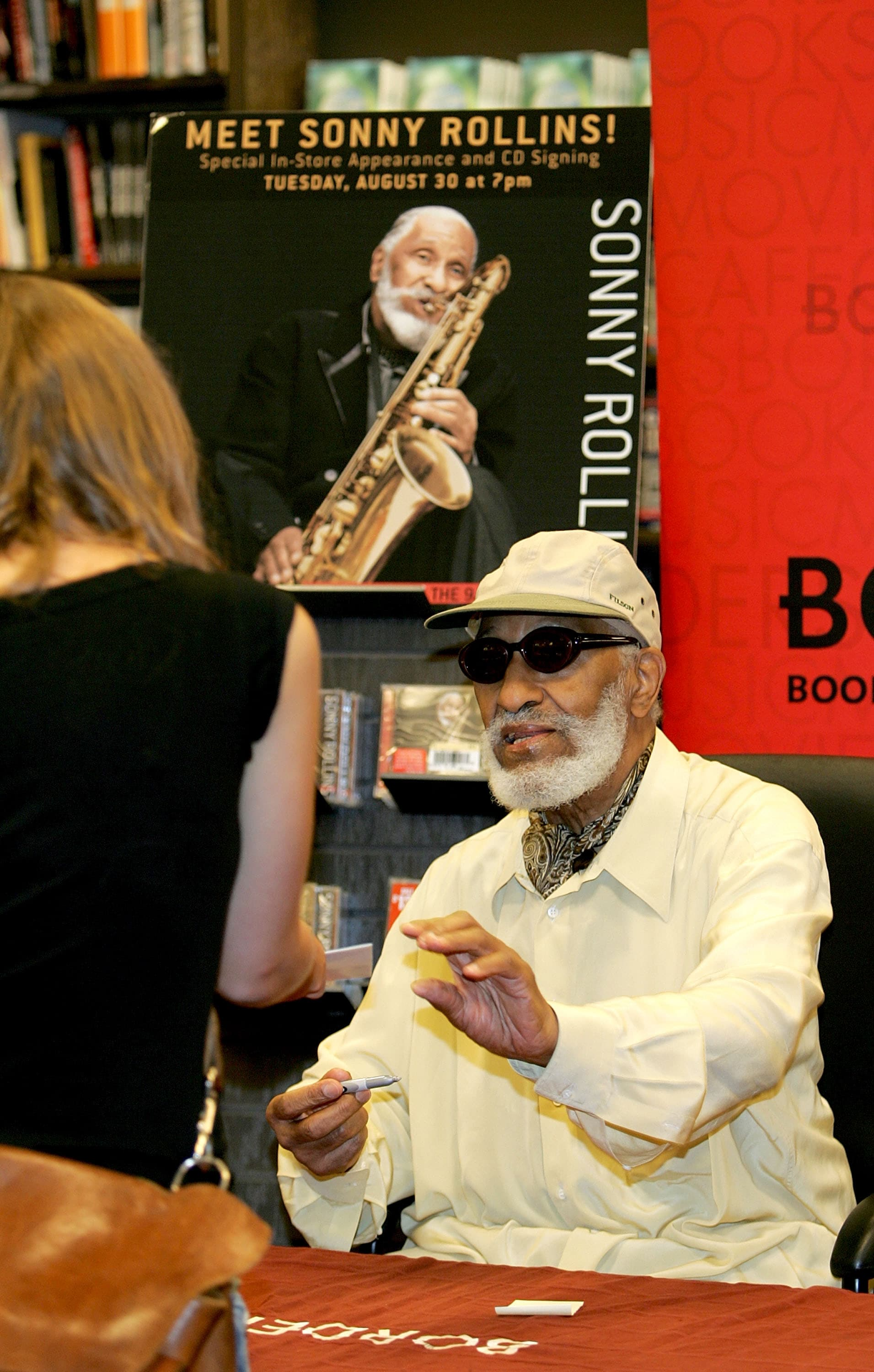 1603958017521_10 GettyImages-53550980.jpg - 2000: Sonny Rollins firma le copie del suo nuovo CD, Sonny Rollins al Borders Columbus Circle, a New York City.