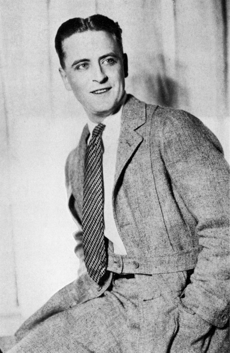 """Il signor Scott Fitzgerald merita una bella scossa. Il grande Gatsby è una storia assurda, sia considerata come romanzo, melodramma, o mera registrazione di New York"" – L.P. Hartley, The Saturday Review, 1925 -"